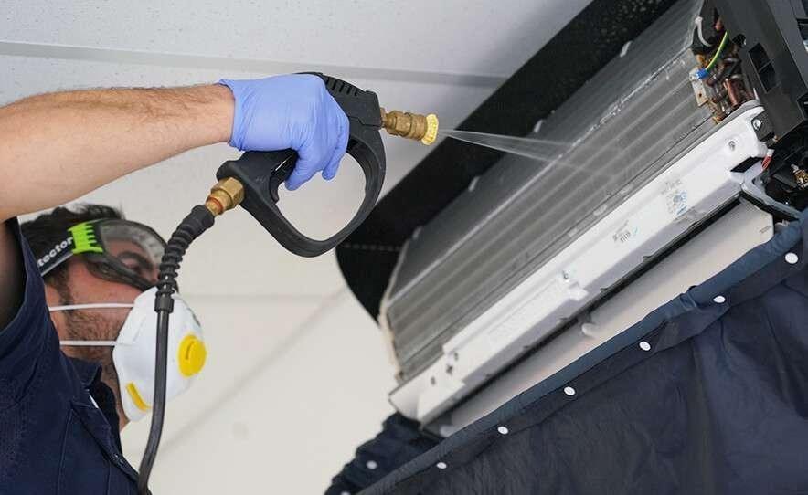 Máy lạnh bị thiếu gas nên bị chảy, rò rỉ nước ở dàn lạnh thì nên làm vệ sinh